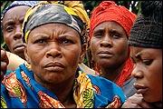 IM SCHATTEN DES BÖSEN – DER KRIEG GEGEN DIE FRAUEN IM KONGO (2007)